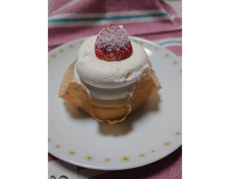 ローソン「絹白クリームの苺ショート」